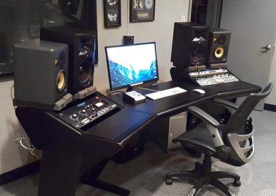 studio-b-desk